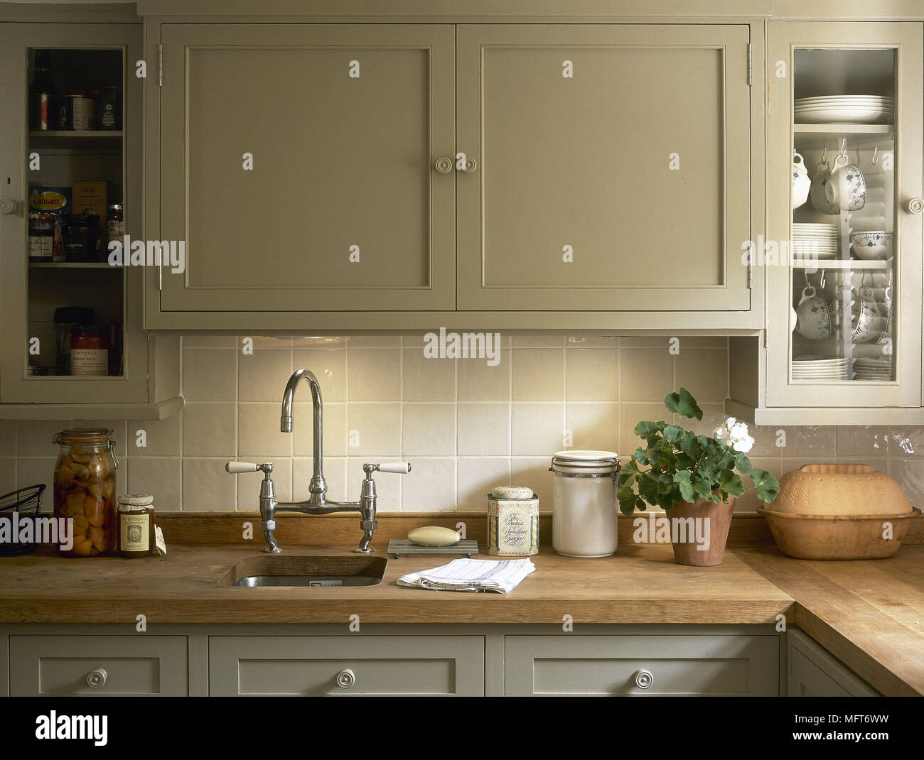 Traditional HighEnd Kitchen Work surface Storage and Kitchens