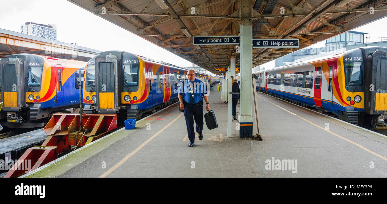 trains-sit-in-the-platform-at-bournemouth-harbour-railway-station-MFY3P6.jpg