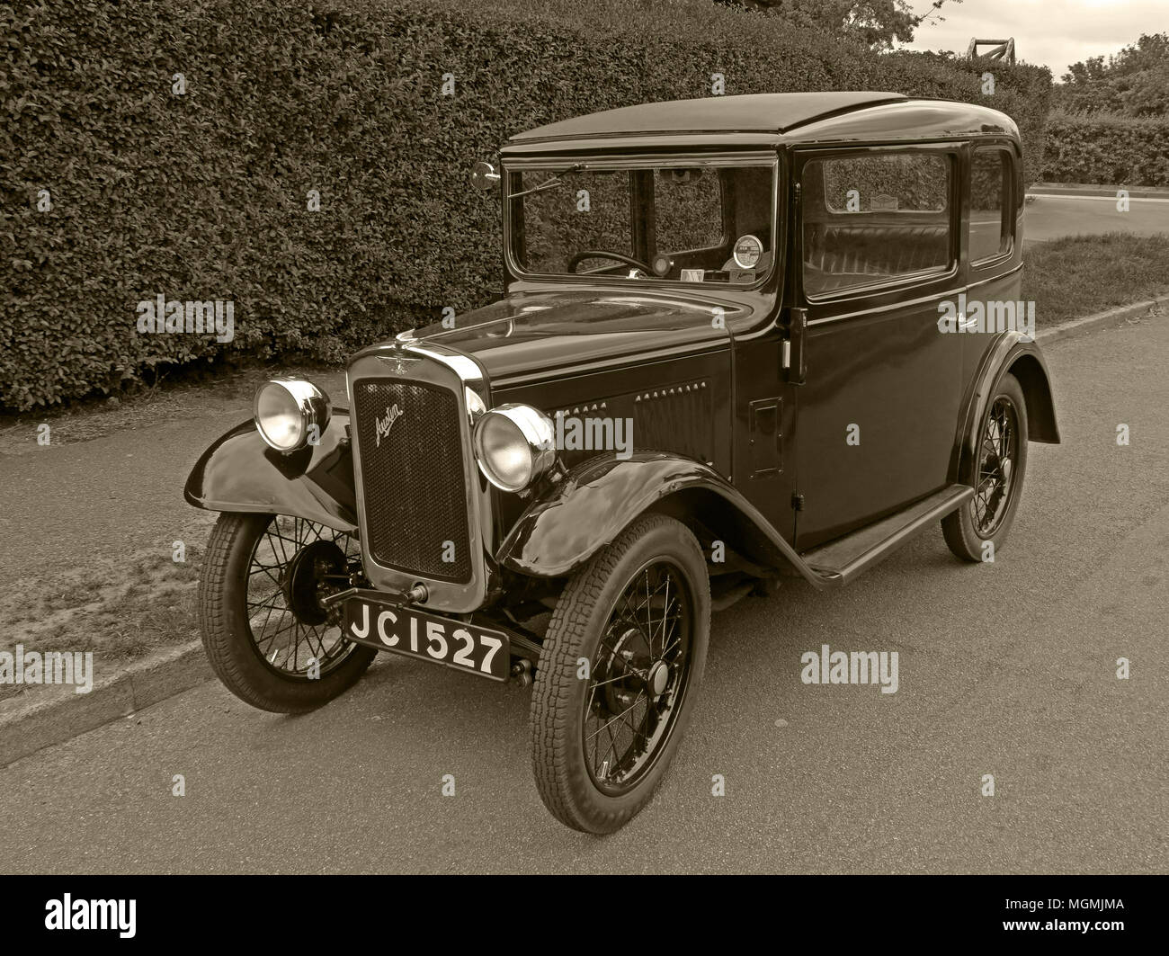 GoTonySmith,automobile,vehicle,classic,saloon,on,the,road,parked,JC 1527,petrol,engine,1922,Economy Car,Economy,history,historic,Great,British,UK,GB,United Kingdom,manufacturing,made,produced,Rosengarts,2 door,Great Britain,Sir Herbert Austin,Herbert Austin,Small car,smaller car,Horsepower tax,Austin factory,Longbridge,factory,carplant,car plant,plant,Brexit