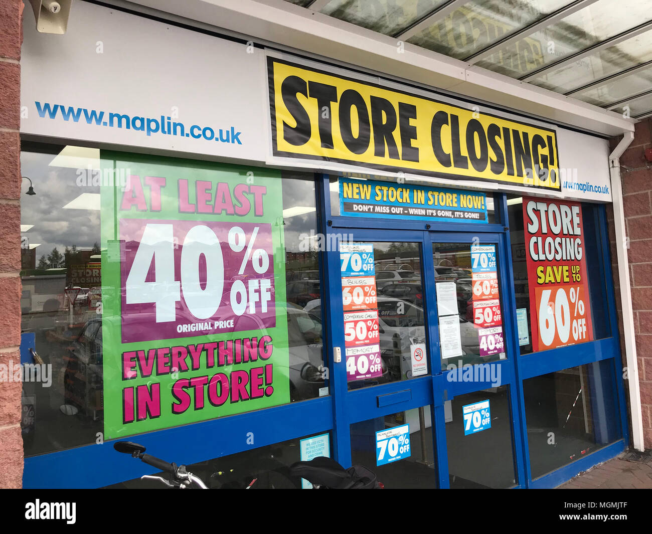 GoTonySmith,Maplin,electronics,maplins,store,shop,closing,Cheshire,UK,receiver,winding up,savings,bargains,high,street,High St,Maplin.co.uk,Another,closed,in danger,Empty,empty store,Retail,problems,problem,lost,logo,Maplin Sign,signage,Electronics,gadgets,electrical,ICT,Computer,accessories,accessory,final,finished,shabby