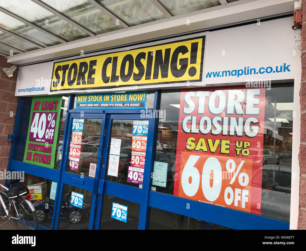 GoTonySmith,Maplin,electronics,maplins,store,shop,closing,Cheshire,UK,receiver,winding up,savings,bargains,high,street,High St,doomed,Maplin.co.uk,Another,closed,in danger,Empty,empty store,Retail,problems,problem,lost,logo,Maplin Sign,signage,Electronics,gadgets,electrical,ICT,Computer,accessories,accessory,final,finished,shabby
