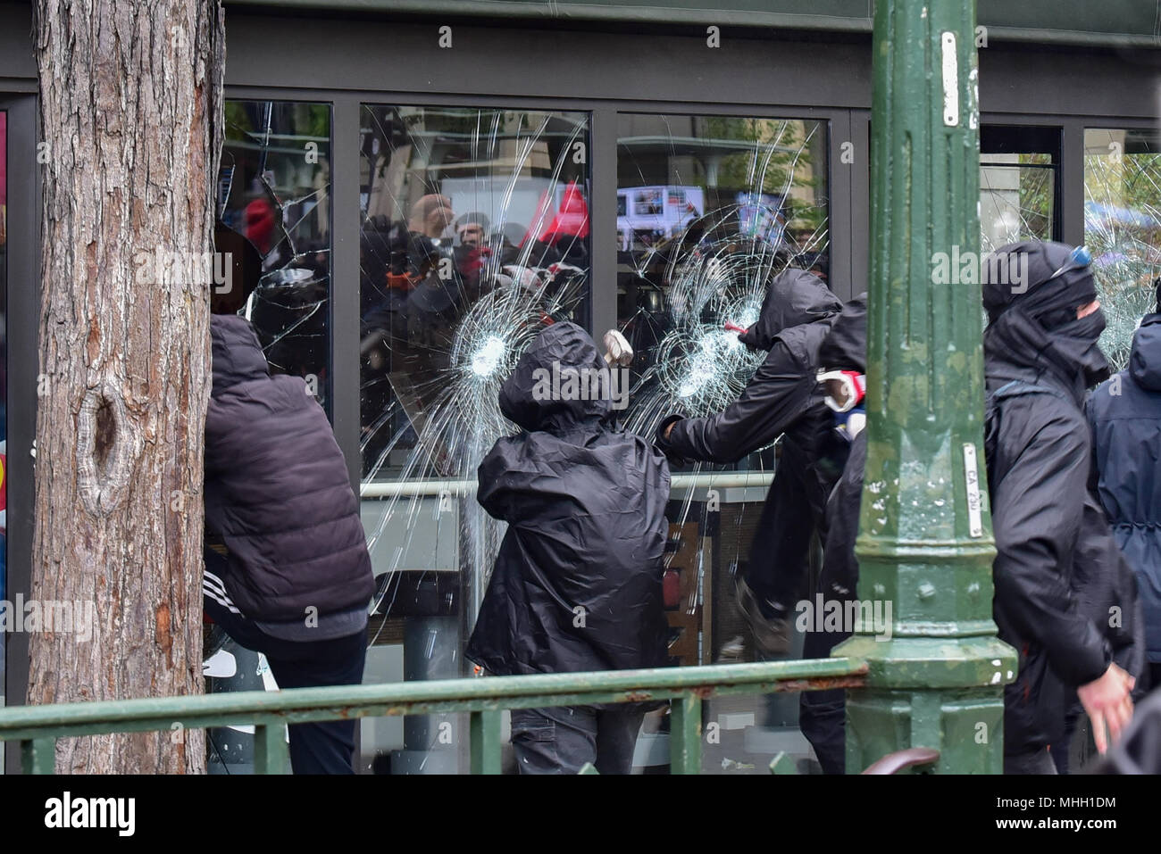 Paris, France. 1st May 2018. Paris police clash with protesters as demonstrations turn violent. PICTURED: 'Black Bloc' protesters smash windows of a McDonald's resturant. Credit: Peter Manning/Alamy Live News - Stock Image