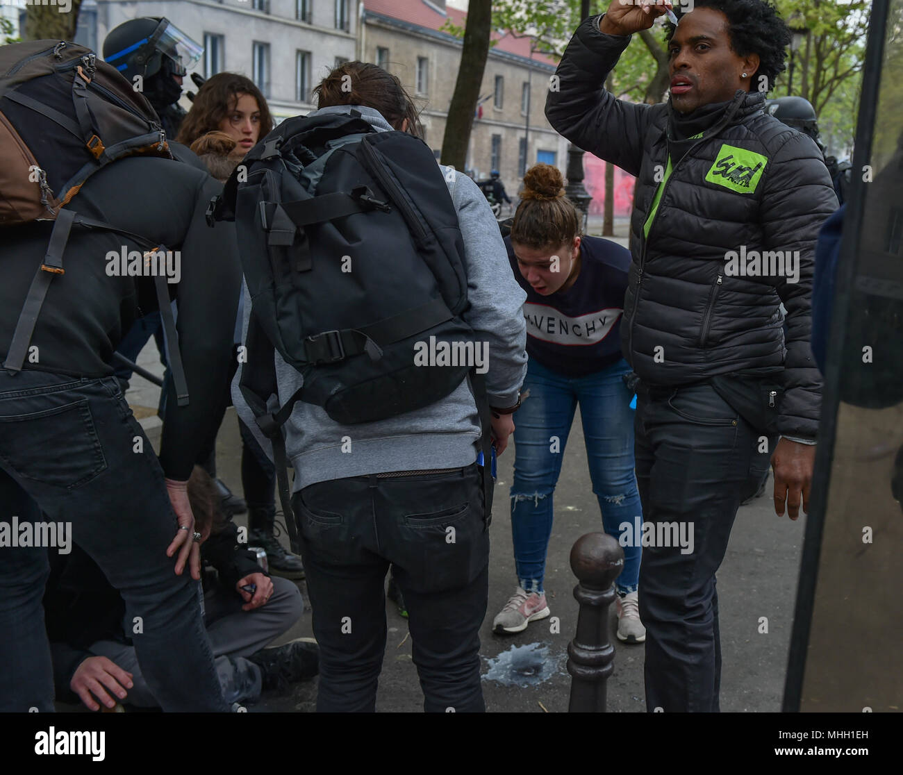Paris, France. 1st May 2018. Paris police clash with protesters as demonstrations turn violent. PICTURED: A several people vomit after being pepper sprayed by police. Credit: Peter Manning/Alamy Live News - Stock Image