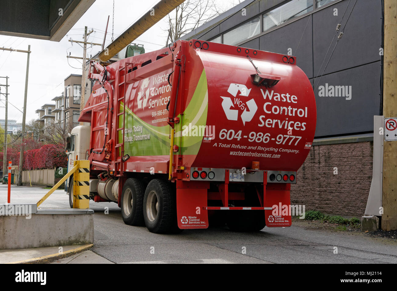 waste-control-recycling-services-truck-in-an-alley-vancouver-bc-canada-MJ2114.jpg