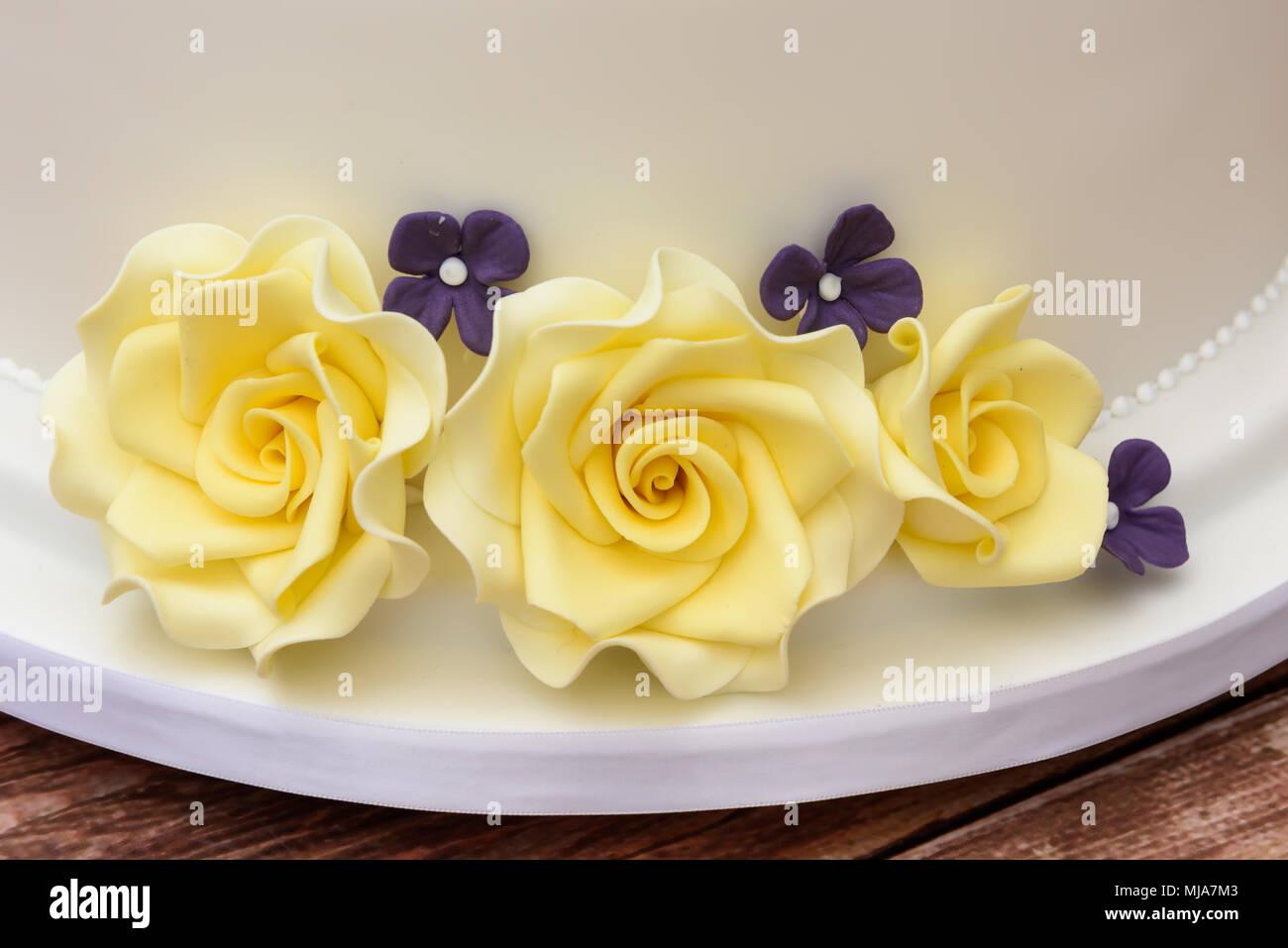 Star wars themed wedding cake Stock Photo: 183393059 - Alamy