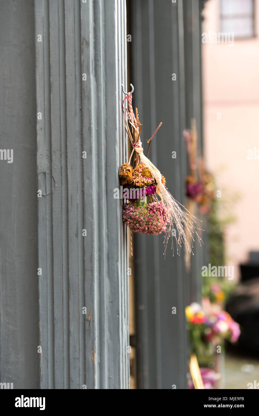 Autumn bouquet on the doorframe - Stock Image