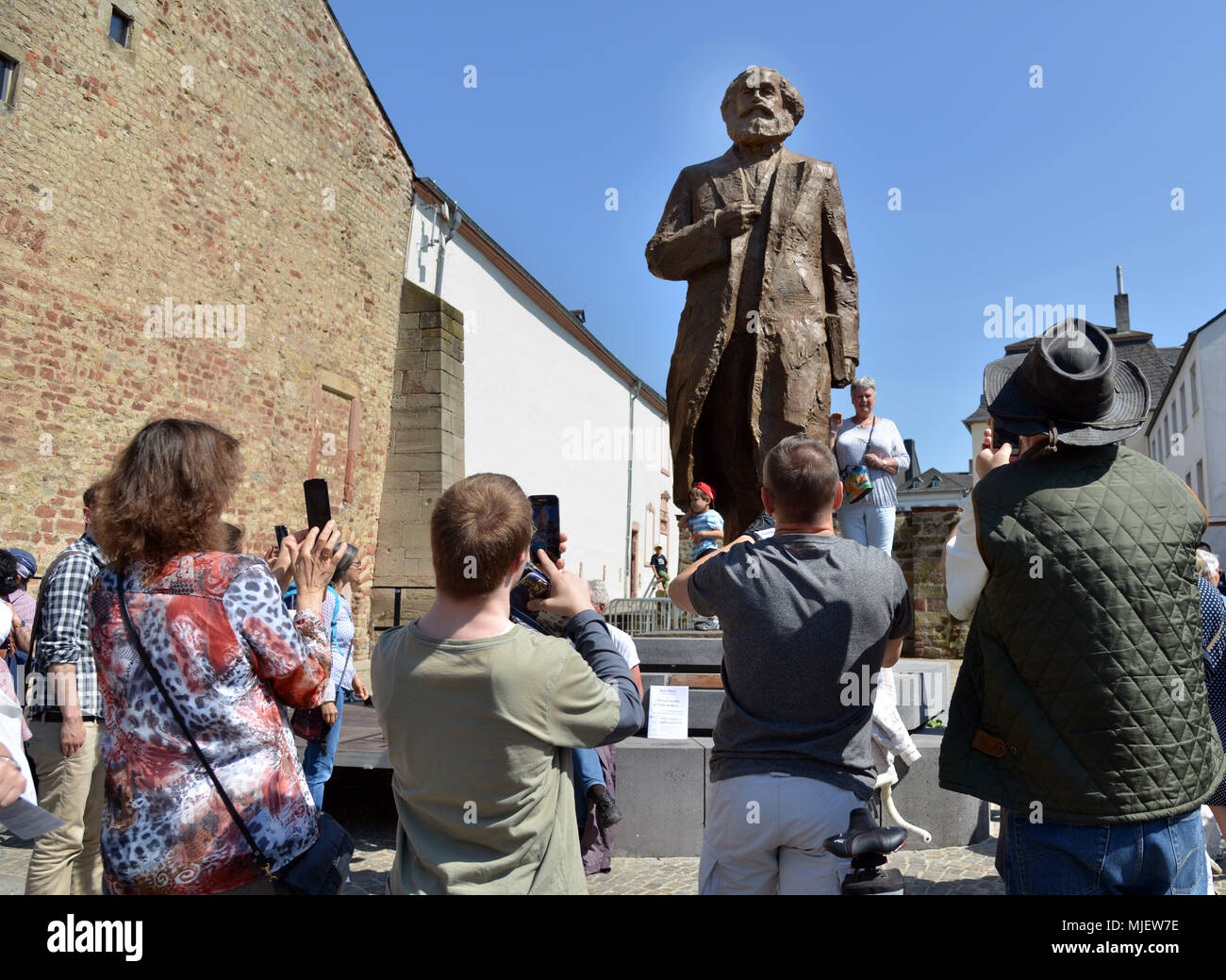 05 May 2018, Germany, Trier: A 2,3t, 4.4m statue of Karl Marx made by Chinese artist Wu Weishan is revealed in Marx's city of birth to celebrate the thinker's 200th birthday. The statue is a gift from the Chinese government. Photo: Harald Tittel/dpa Stock Photo