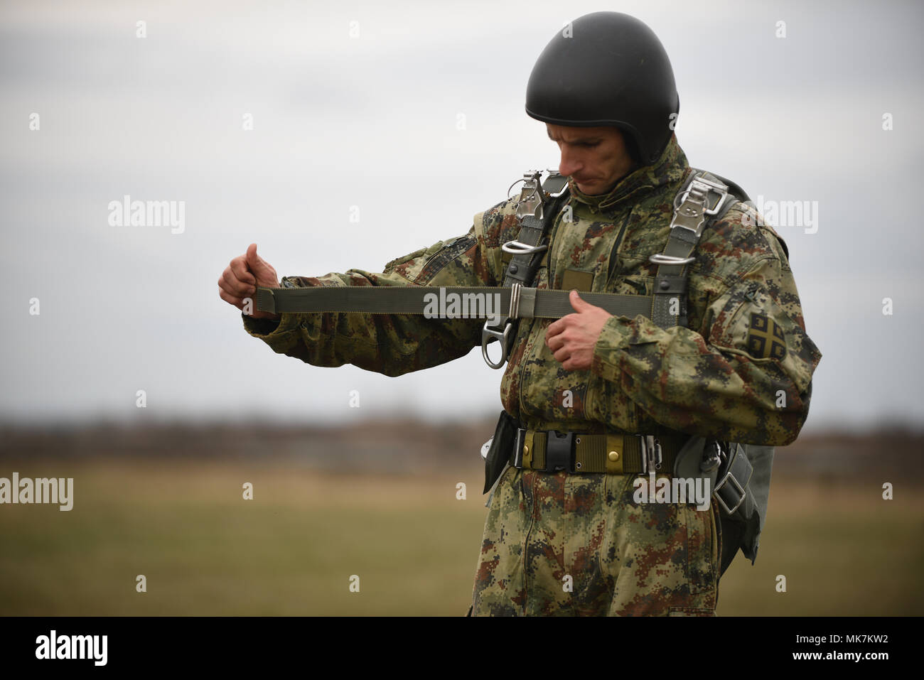 How many lines do parachute paratroopers have