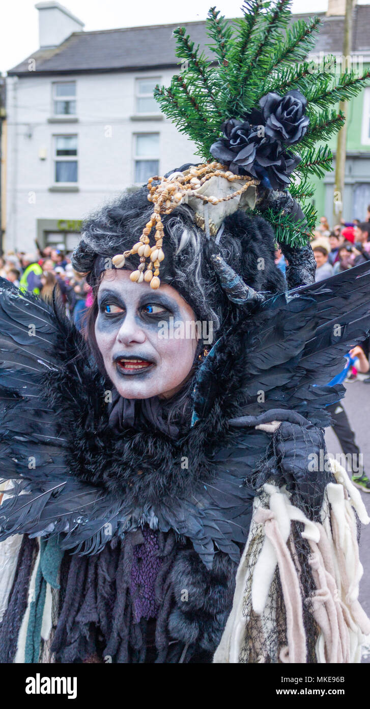 colourfully-dressed-street-performer-part-of-a-jazz-festival-procession-dressed-up-as-a-witch-dancing-in-the-street-of-ballydehob-ireland-MKE96B.jpg