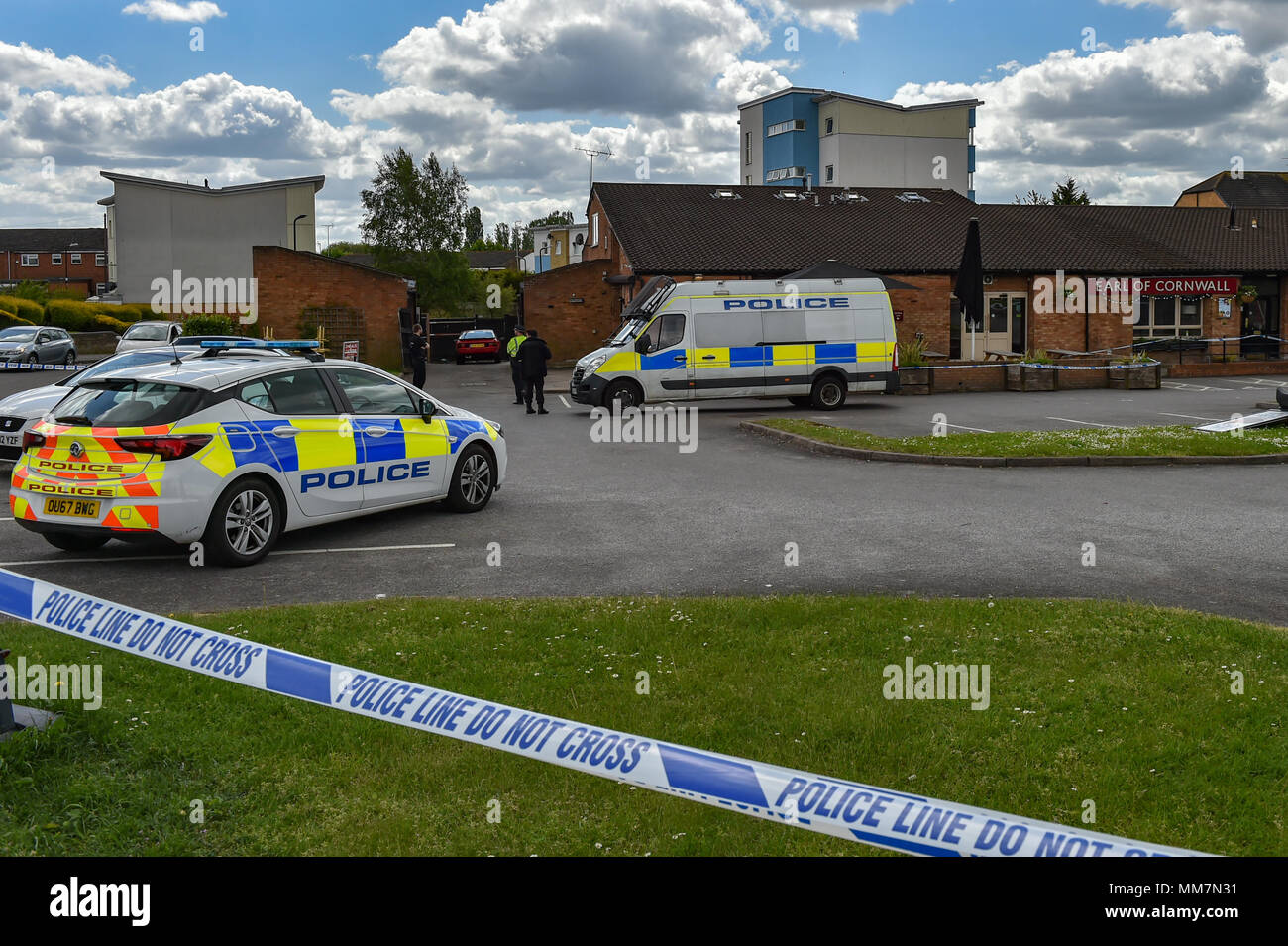 Slough, United Kingdom. 10th May 2018. A murder investigation has been launched after a man died following an incident in Slough. Police were called to The Earl of Cornwall Pub in Cippenham Lane at around 23:30 on 9th May 2018 to reports of a fight in progress. A 43-year-old man from Slough was taken to hospital with life-threatening injuries where he later died. Credit: Peter Manning/Alamy Live News Stock Photo