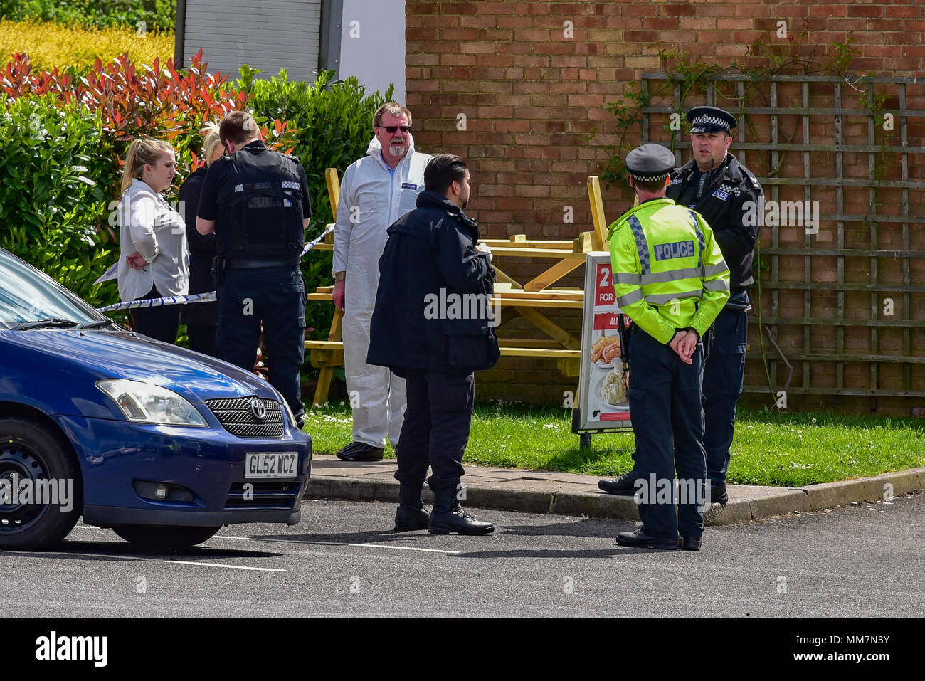 Slough, United Kingdom. 10th May 2018. A murder investigation has been launched after a man died following an incident in Slough. Police were called to The Earl of Cornwall Pub in Cippenham Lane at around 23:30 on 9th May 2018 to reports of a fight in progress. A 43-year-old man from Slough was taken to hospital with life-threatening injuries where he later died. Credit: Peter Manning/Alamy Live News - Stock Image