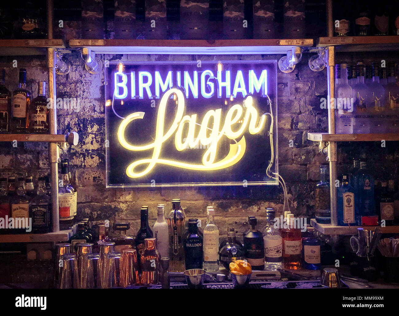 GoTonysmith,@HotpixUK,Birmingham beer,beer,beers,lager,lagers,ales,craft,brewery,craft brewery,craft beer brewery,India,Indians,from,Snow Hill,Birmingham,B3 1EU,B3,Snowhill,bar,pub,interior,inside,sign,Electric sign,Indian Brewery,Brum,tourist,travel,English,lit,evening,drinks,drinking,alcohol,alcohol in Birmingham,alcohol abuse,enjoy drinking