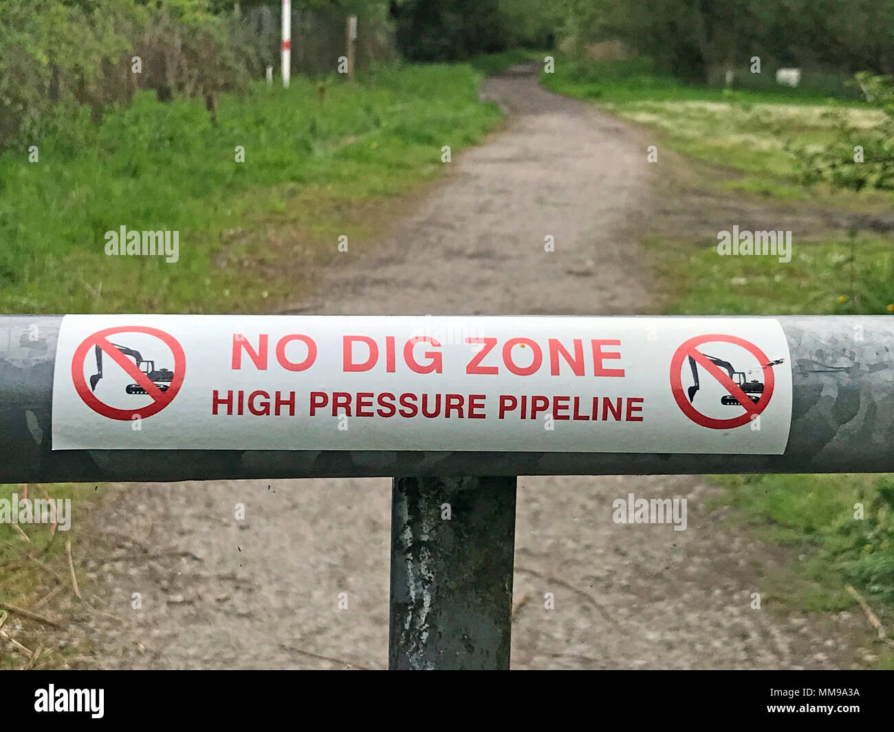 GoTonysmith,@HotpixUK,sign,No,Dig,Zone,High,Pressure,Pipeline,Walton,England,UK,GB,Transpennine,trail,gate,no digging,danger,gas,oil,services,No Dig Sticker