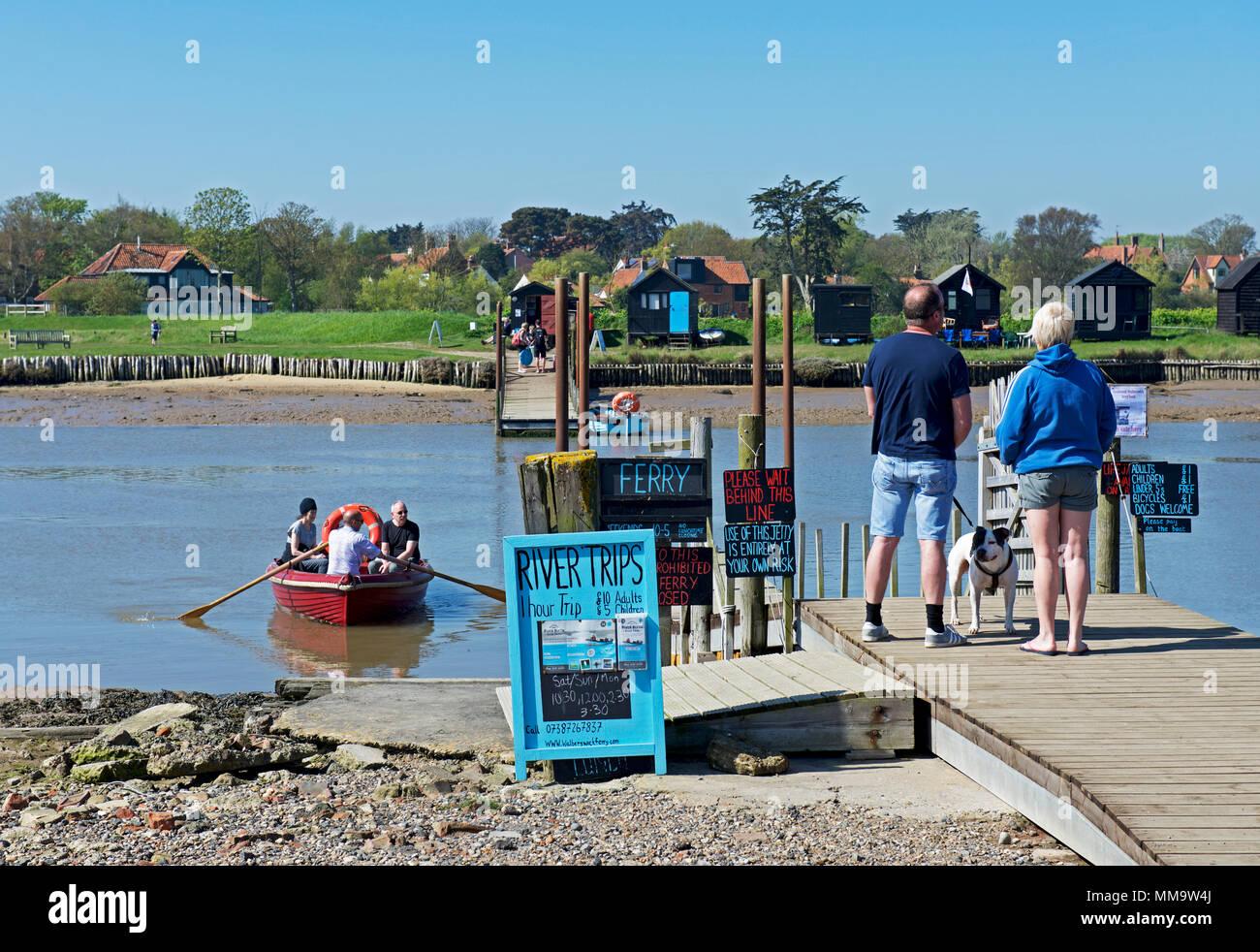 ferry-boar-from-walberswick-to-southwold-harbour-suffolk-england-uk-MM9W4J.jpg