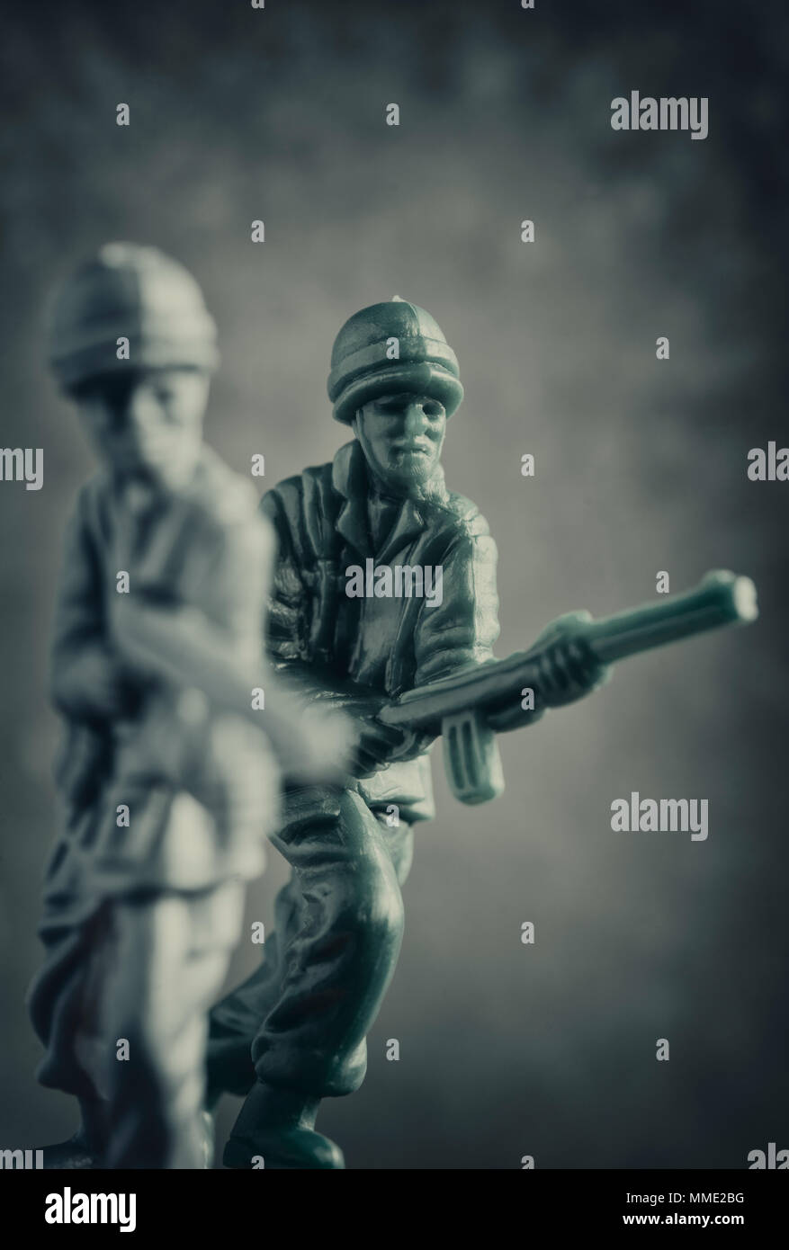 Macro shot of two plastic toy soldiers - Stock Image