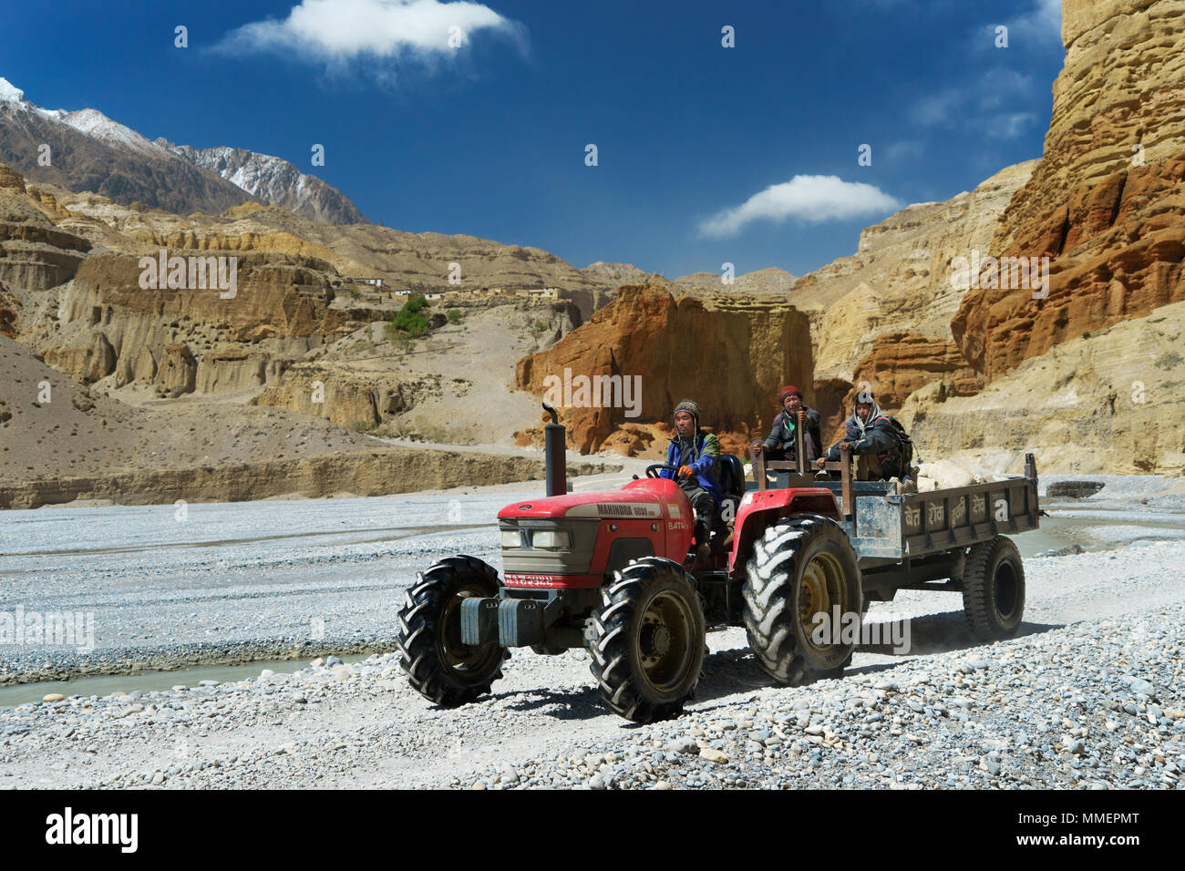 loba-workers-travelling-on-a-tractor-along-the-dry-river-bed-of-the-kali-gandaki-river-near-chele-upper-mustang-region-nepal-MMEPMT.jpg