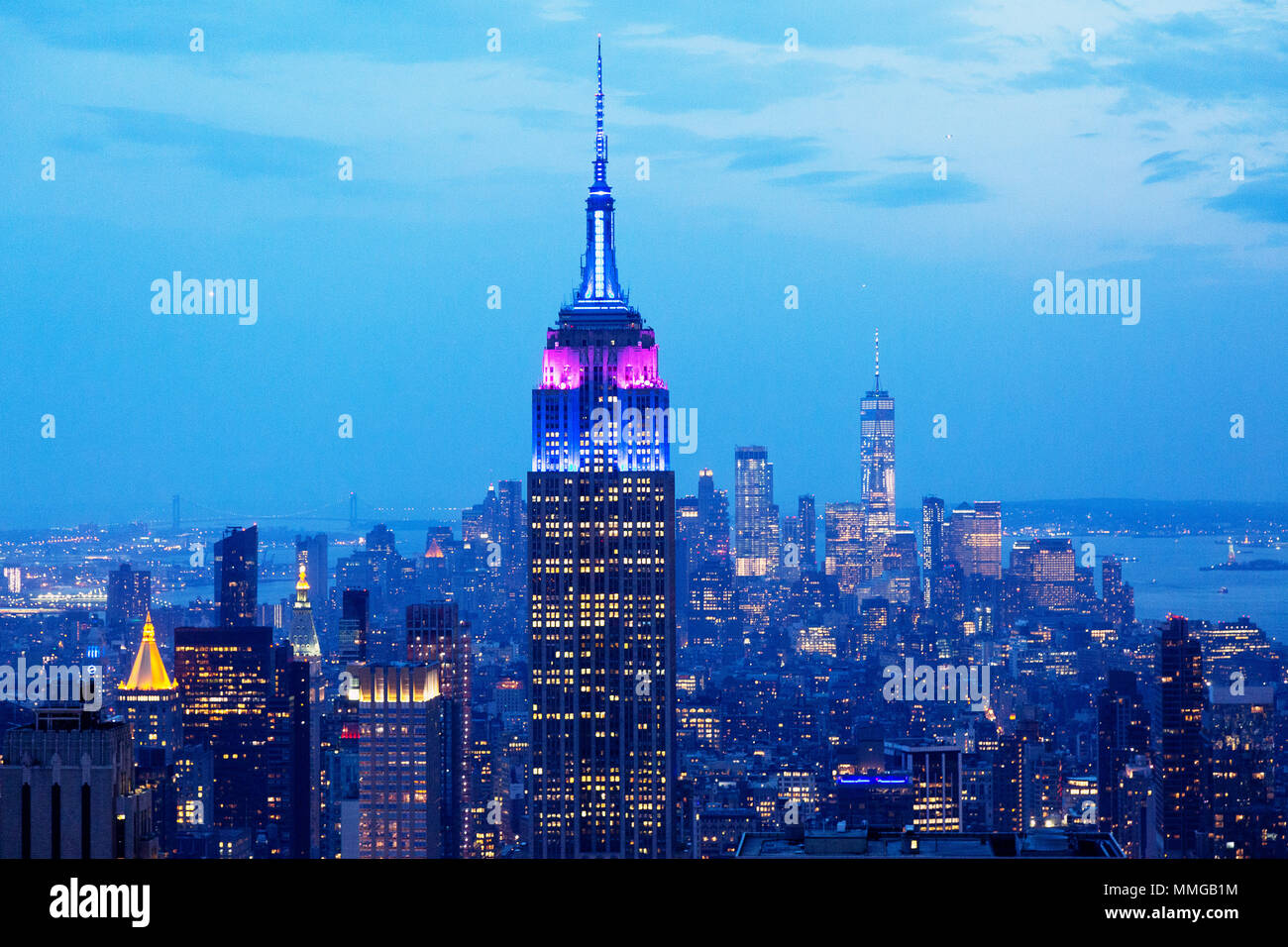 empire-state-building-and-new-york-skyli