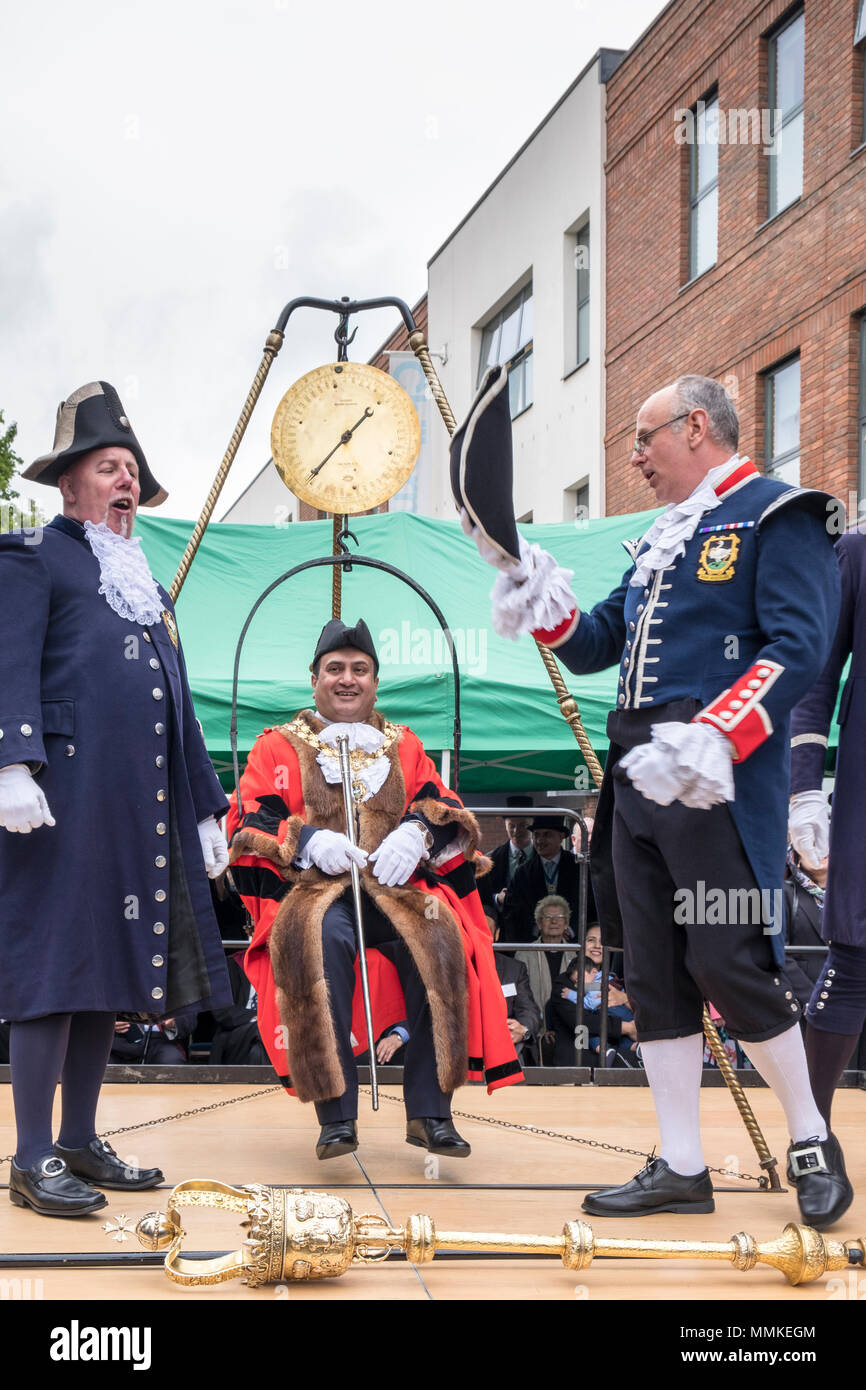 High Wycombe mayor, Sarfaraz Khan Raja, at the traditional Weighing in the Mayor. High Wycombe, Buckinghamshire, England, GB, UK. Stock Photo