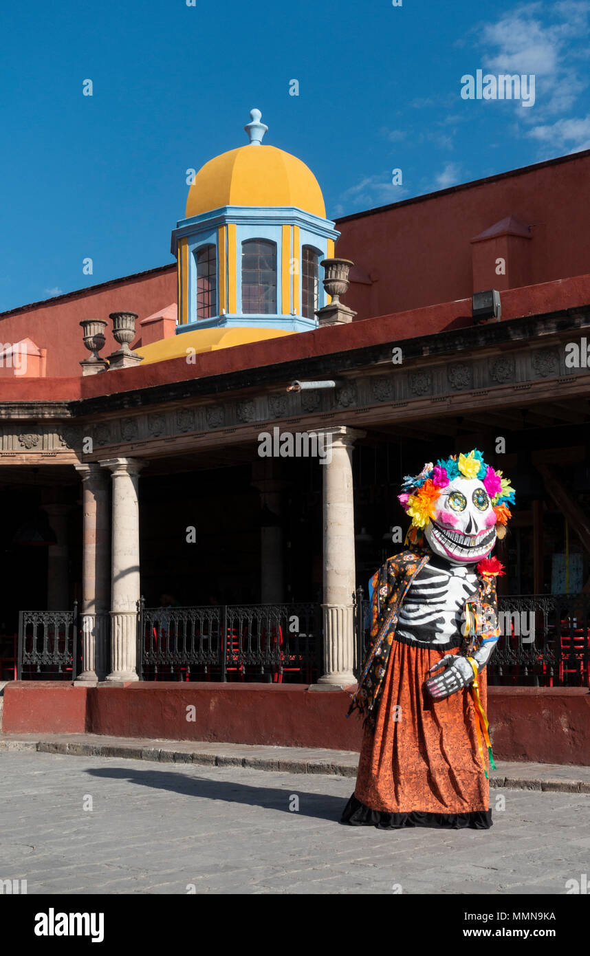 A giant puppet with a death mask, called a mojiangas in San Miguel de Allende, Mexico - Stock Image