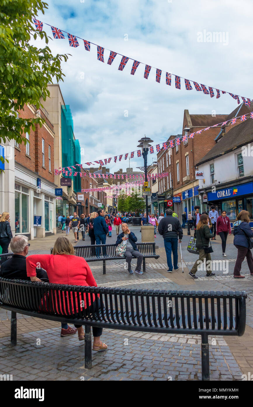 union-jack-bunting-decorates-peascod-street-in-windsor-a-week-before-the-royal-wedding-of-hrh-price-harry-and-megan-markel-MMYKMH.jpg