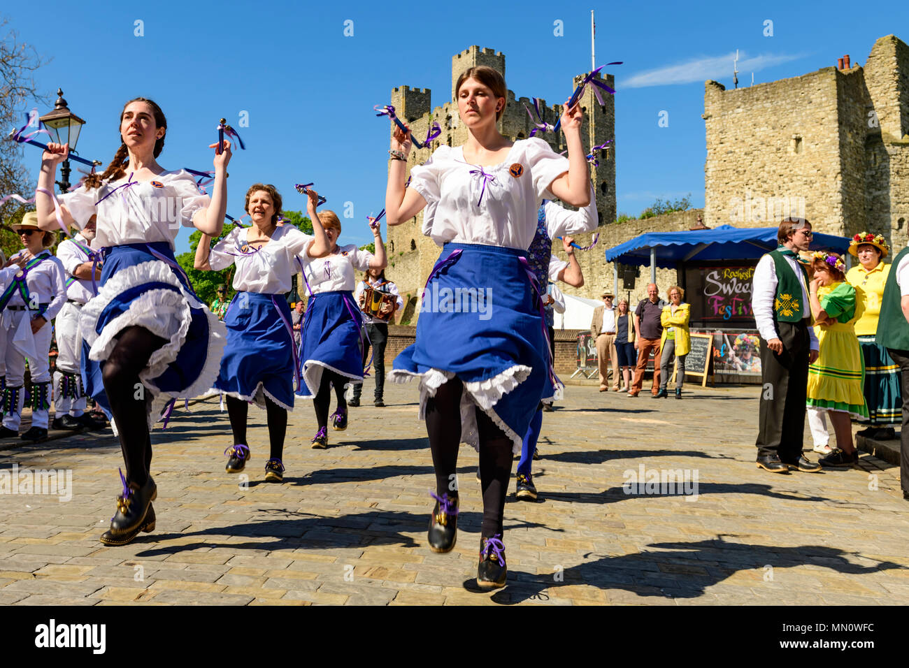 traditional-english-country-womens-dance