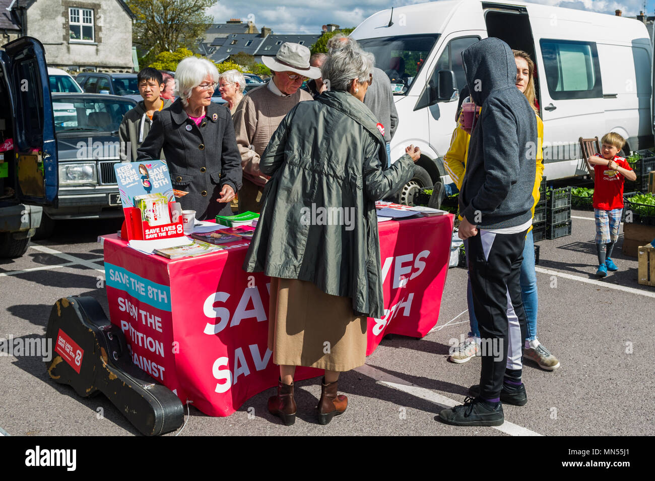 save-the-8thvote-no-table-for-the-upcoming-abortion-referendum-at-skibbereen-farmers-market-county-cork-ireland-MN55J1.jpg