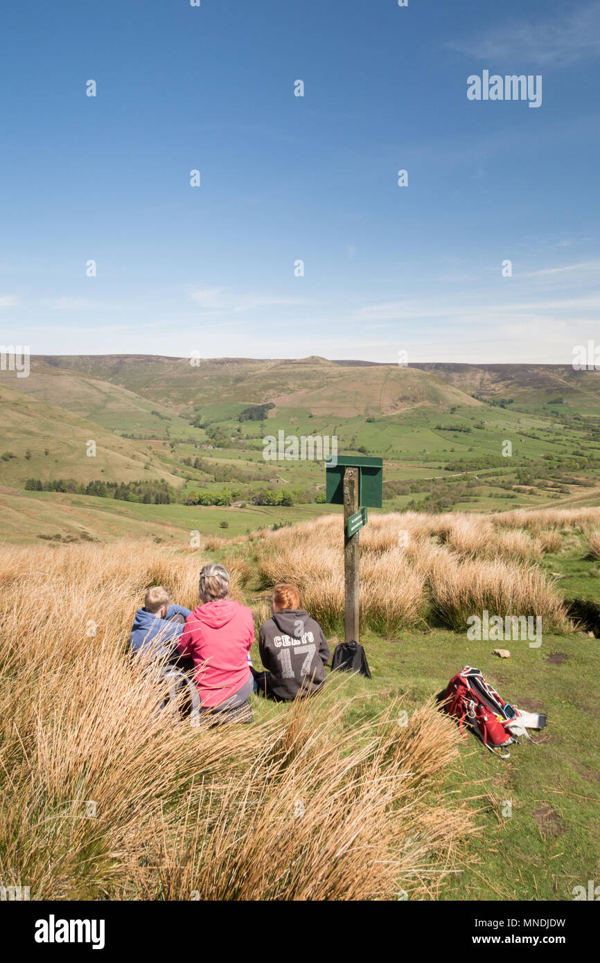 Walkers resting above Edale in the Peak District - Stock Image
