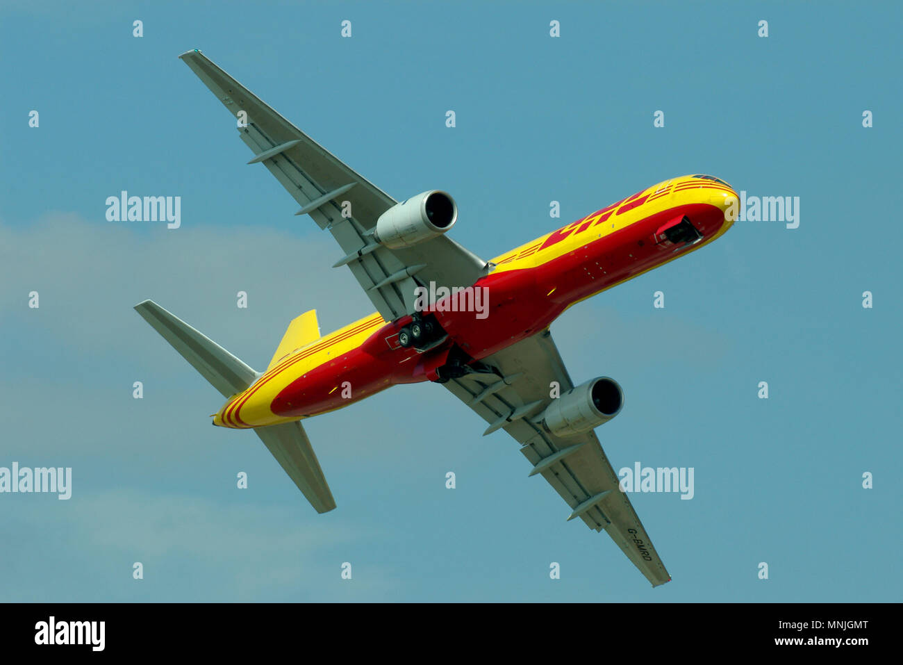 dhl-air-boeing-757-g-bmrd-cargo-transport-jet-plane-flying-at-an-airshow-boeing-757-200-space-for-copy-MNJGMT.jpg