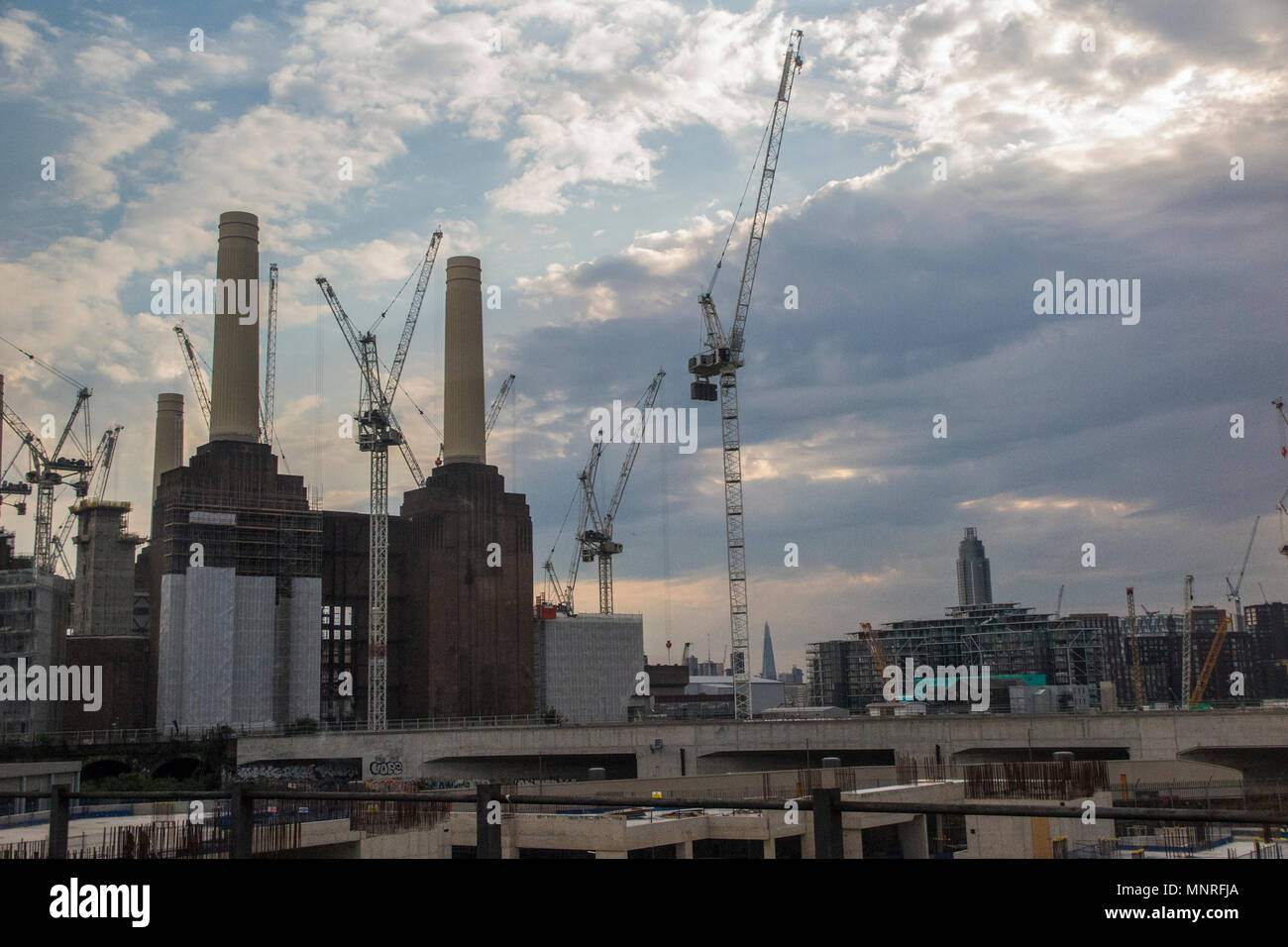 Early morning at Battersea Power Station - Stock Image