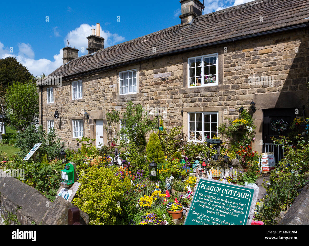 Plague Cottages in Eyam, Peak District, Derbyshire, England, UK. Eyam is sometimes referred to as the Plague Village. - Stock Image