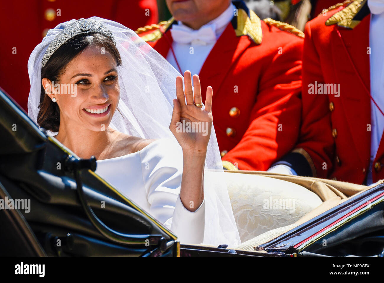 meghan-markle-in-carriage-procession-after-the-royal-wedding-at-windsor-on-the-long-walk-duchess-of-sussex-wedding-dress-tiara-and-veil-waving-MP0GFX.jpg