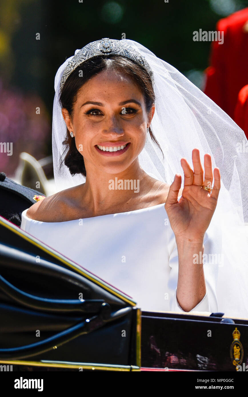 meghan-markle-during-the-carriage-procession-after-the-royal-wedding-at-windsor-on-the-long-walk-duchess-of-sussex-wedding-dress-and-veil-waving-MP0GGC.jpg