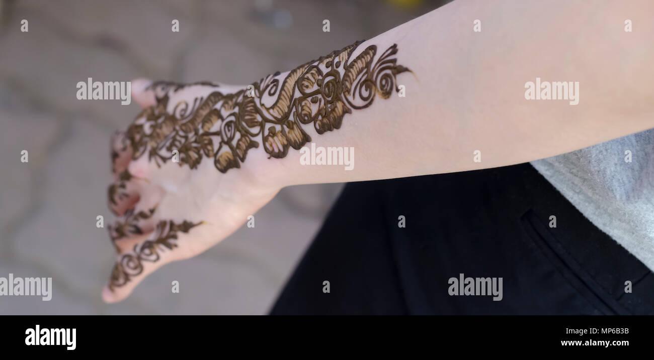 Mehndi Ceremony Mp : Mehndi henna artist stock photos