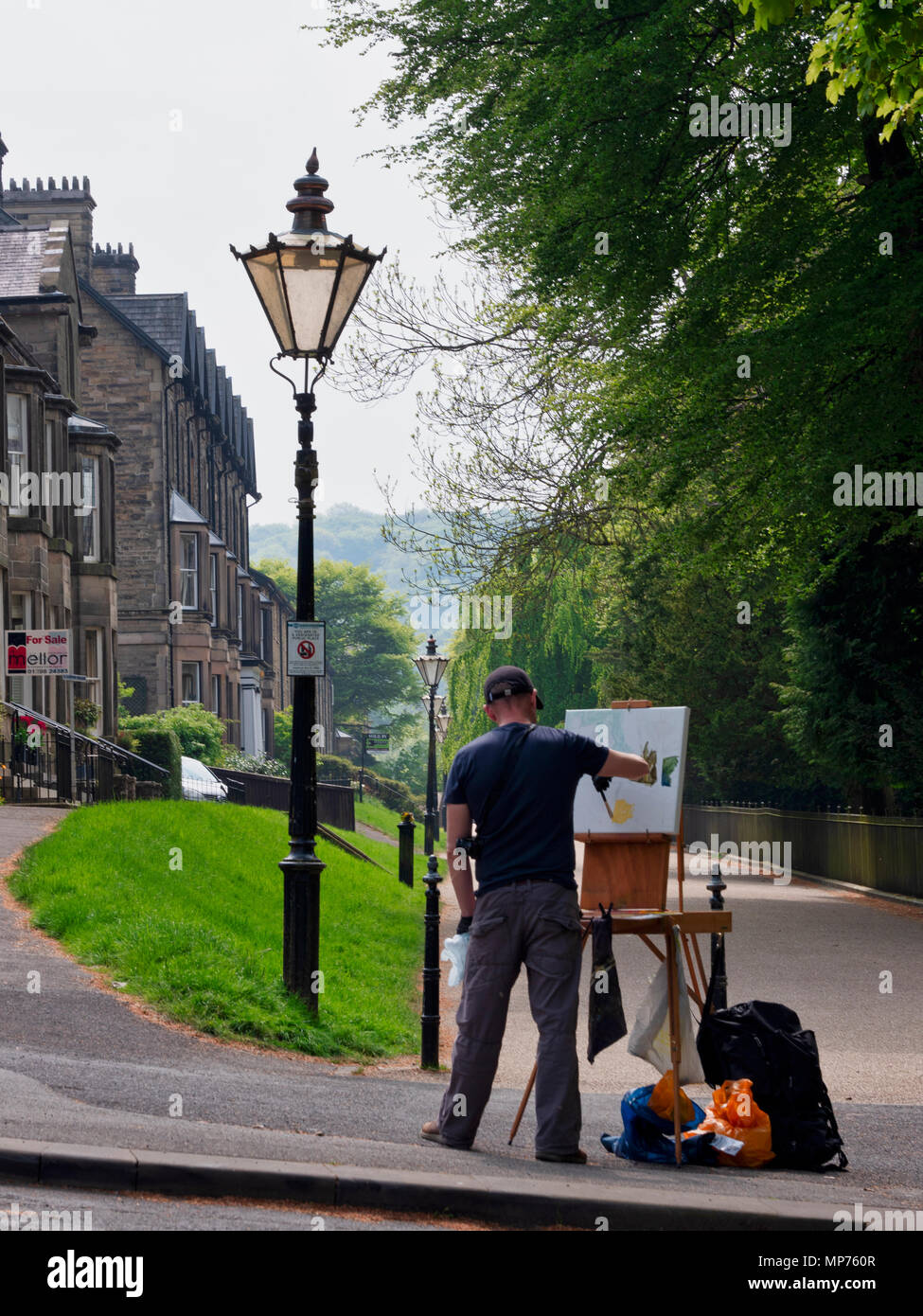 Buxton Victorian Pavilion Gardens, UK. 21st may 2018. Weather UK: Artist paining in the warm summer sunshine in the Buxton Victorian Pavilion Gardens, Derbyshire Credit: Doug Blane/Alamy Live News - Stock Image