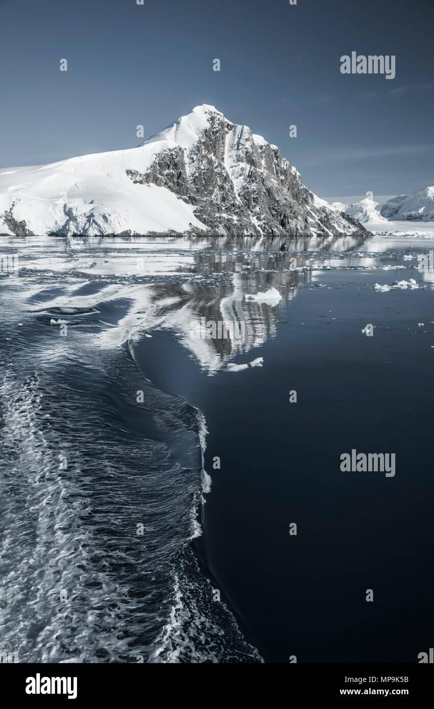 Wake of a ship in the sea around the Antarctic Peninsula - Stock Image