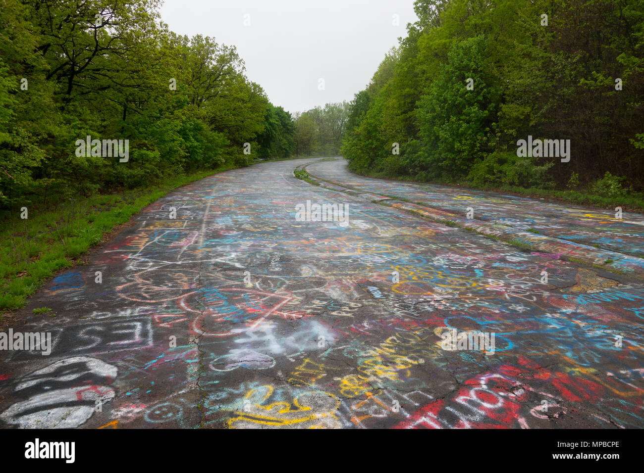 usa-pennsylvania-pa-centralia-an-abandoned-town-and-highway-after-a-coal-mine-fire-in-1962-MPBCPE.jpg