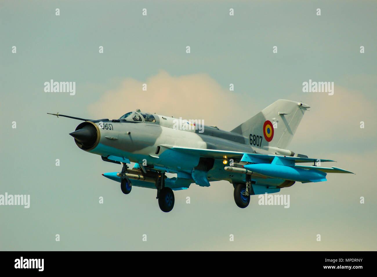romanian-air-force-mikoyan-gurevich-mig-21-lancer-fighter-jet-plane-landing-soviet-cold-war-era-aircraft-still-in-service-with-romania-MPDRNY.jpg