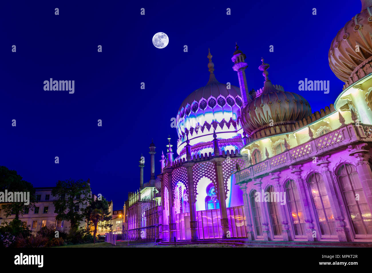 royal-pavilion-brighton-at-twilight-MPKT