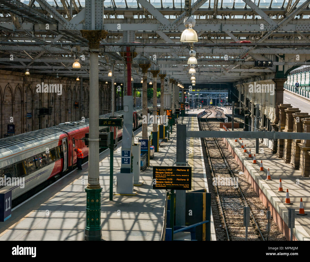 virgin-east-coast-train-at-platform-11-w