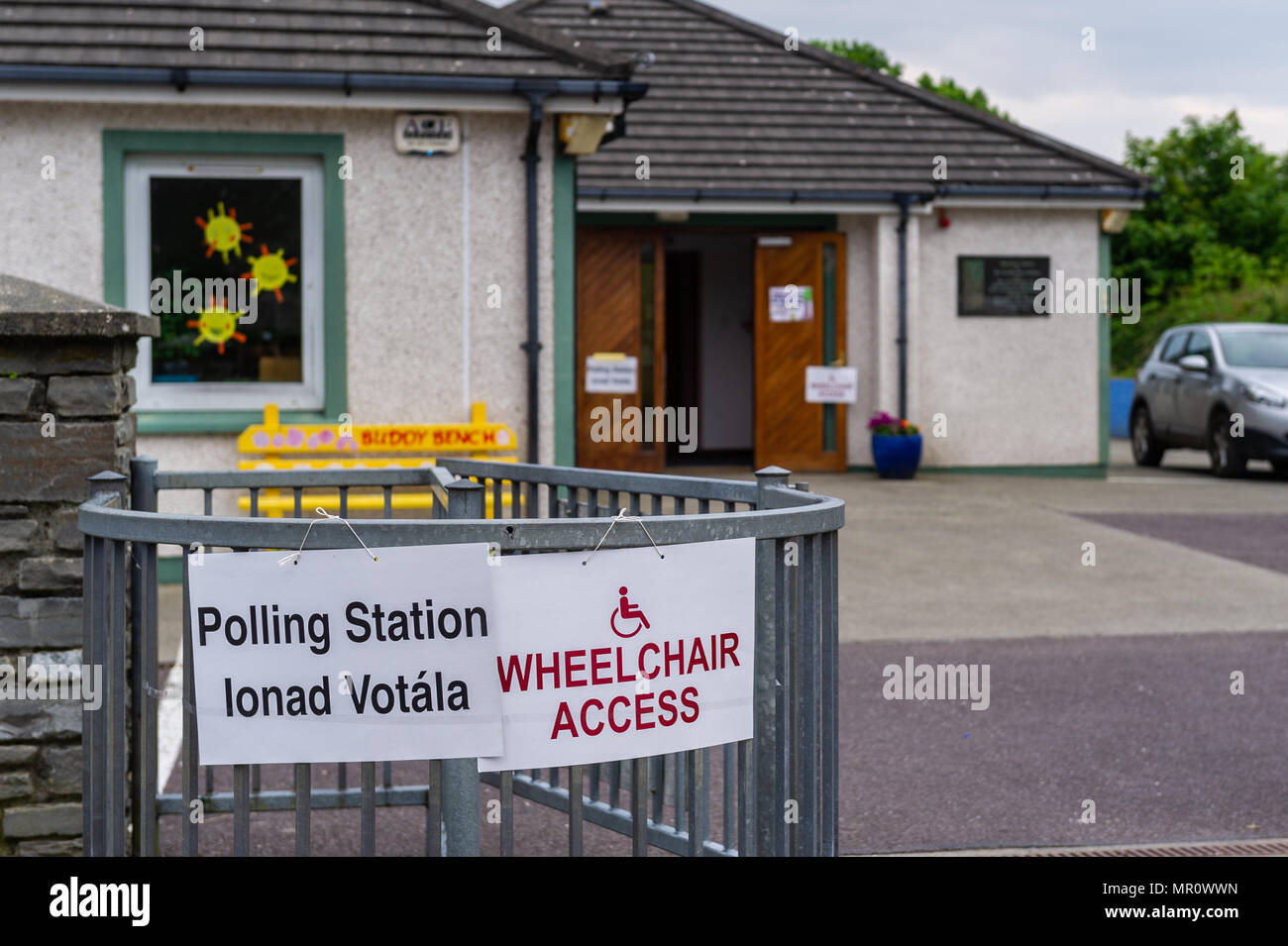 schull-ireland-25th-may-2018-today-is-referendum-day-on-the-eighth-amendment-of-the-constitution-act-1983-which-bans-mothers-from-having-abortions-the-vote-today-is-whether-to-retain-or-repeal-the-constitutional-ban-on-abortion-pictured-is-the-polling-station-in-scoil-mhuire-national-school-schull-west-cork-ireland-credit-andy-gibsonalamy-live-news-MR0WWN.jpg