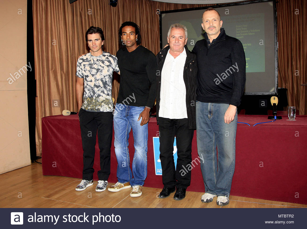 ¿Cuánto mide Juanes? - Altura - Real height Juanes-miguel-bose-victor-manuel-and-yotuel-launching-of-the-concert-peace-without-frontiers-in-madrid-MTBTR2