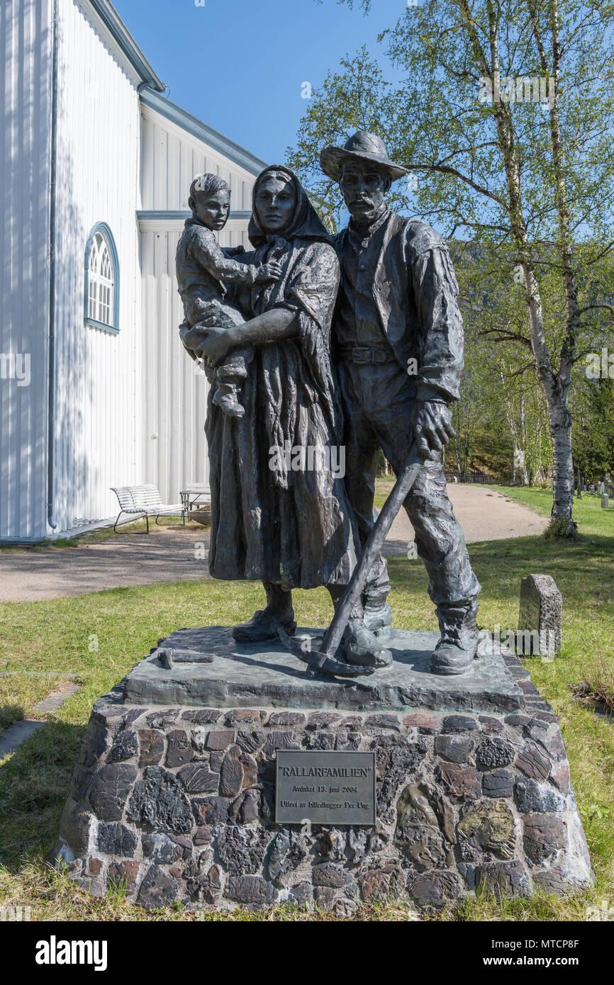 rallarfamilien-statue-rallar-family-stat