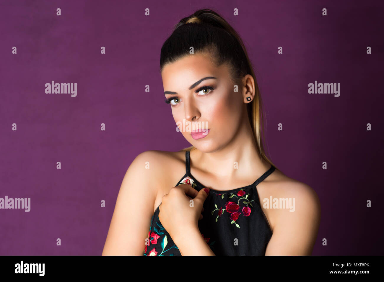 glamour-fashion-girl-portrait-with-profe