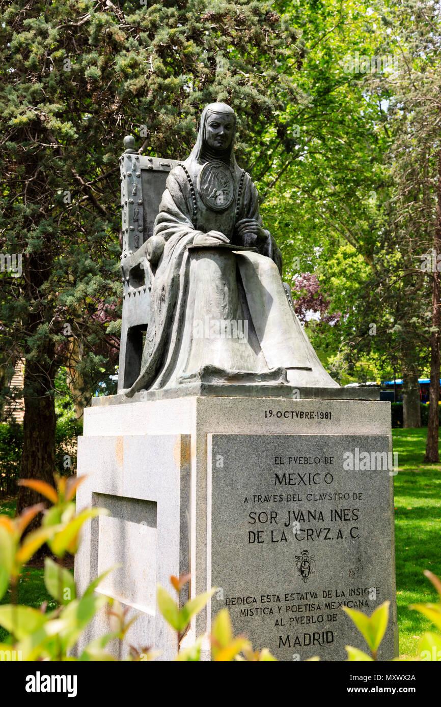 statue-of-sor-juana-ines-de-la-cruz-parq
