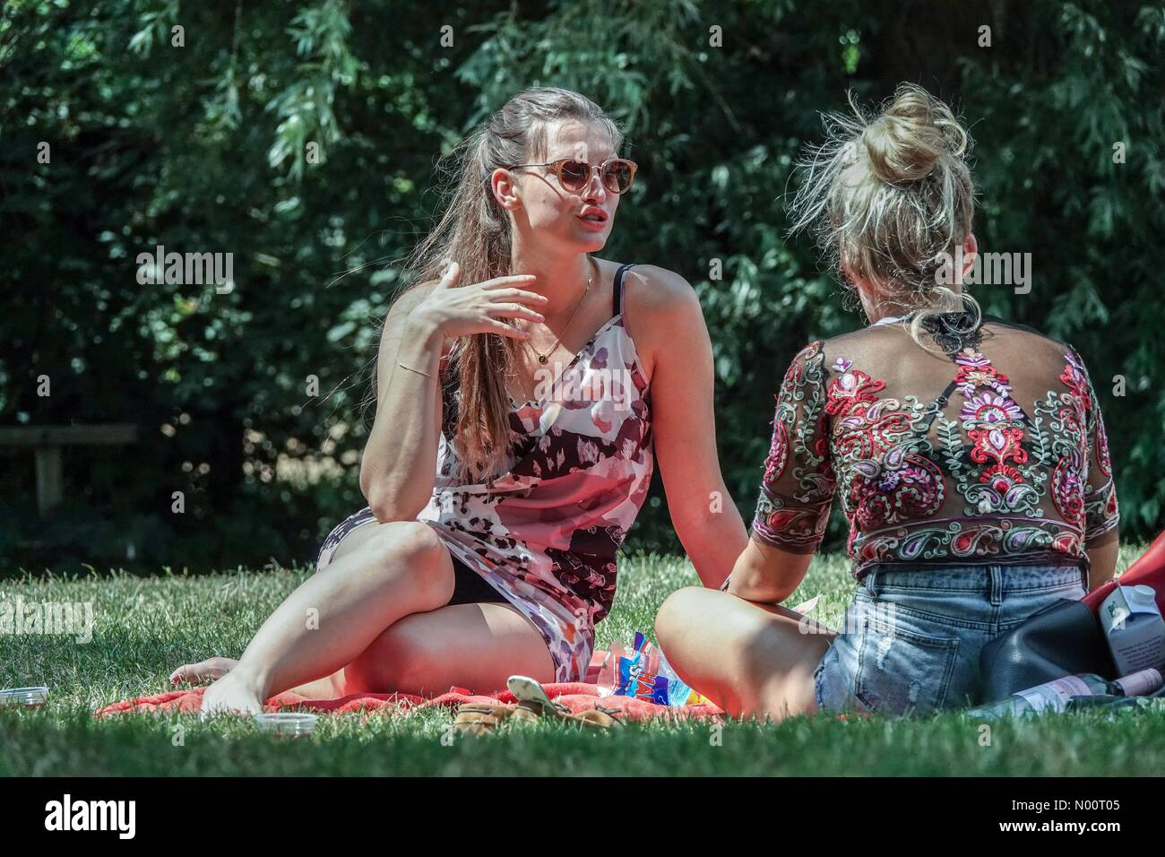 Guildford, UK. 1st Jul, 2018. UK Weather: Sunny in Guildford. Flower Walk, Guildford. 01st July 2018. Hot and sunny weather across the Home Counties today. People enjoying the River Wey in Guildford, Surrey. Credit: jamesjagger/StockimoNews/Alamy Live News Stock Photo