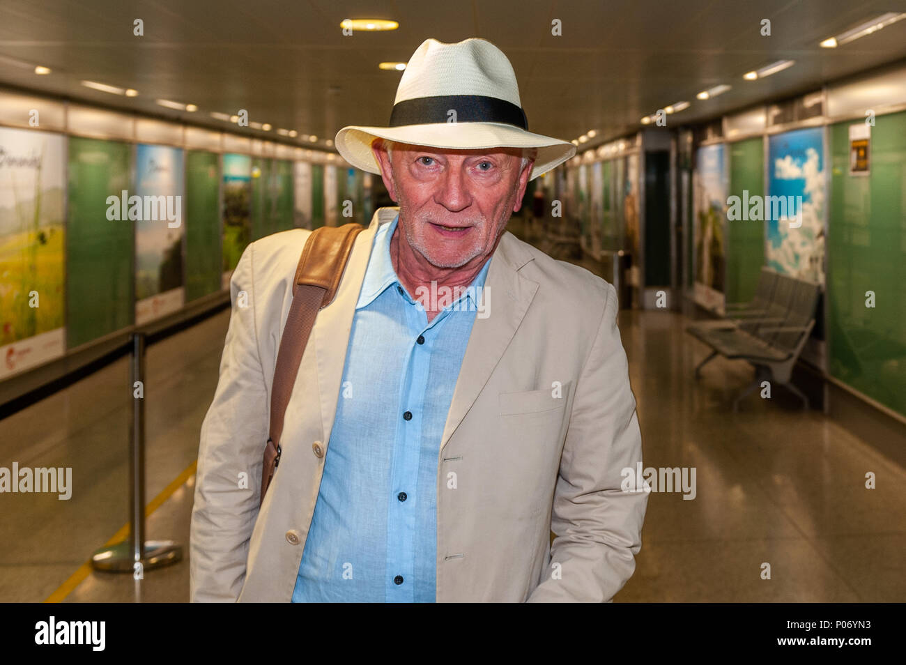 malaga-spain-8th-june-2018-irish-musician-songwriter-and-record-producer-phil-coulter-is-pictured-at-malaga-airport-after-disembarking-a-flight-from-cork-ireland-credit-andy-gibsonalamy-live-news-P06YN3.jpg