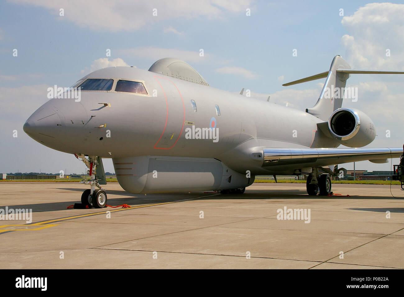royal-air-force-raf-r1-sentinel-zj692-an-airborne-battlefield-and-ground-surveillance-aircraft-raytheon-sentinel-based-on-bombardier-global-express-P0B22A.jpg