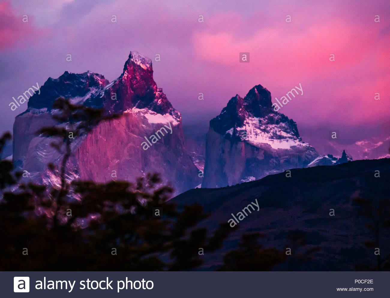 dramatic-pink-sunrise-in-zoomed-view-of-