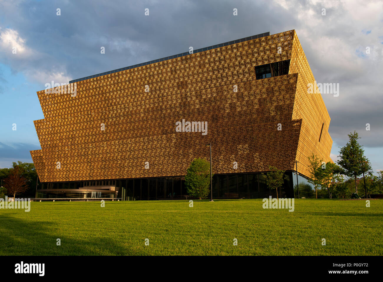 usa-washington-dc-smithsonian-museum-of-african-american-history-and-culture-on-the-national-mall-P0GY72.jpg