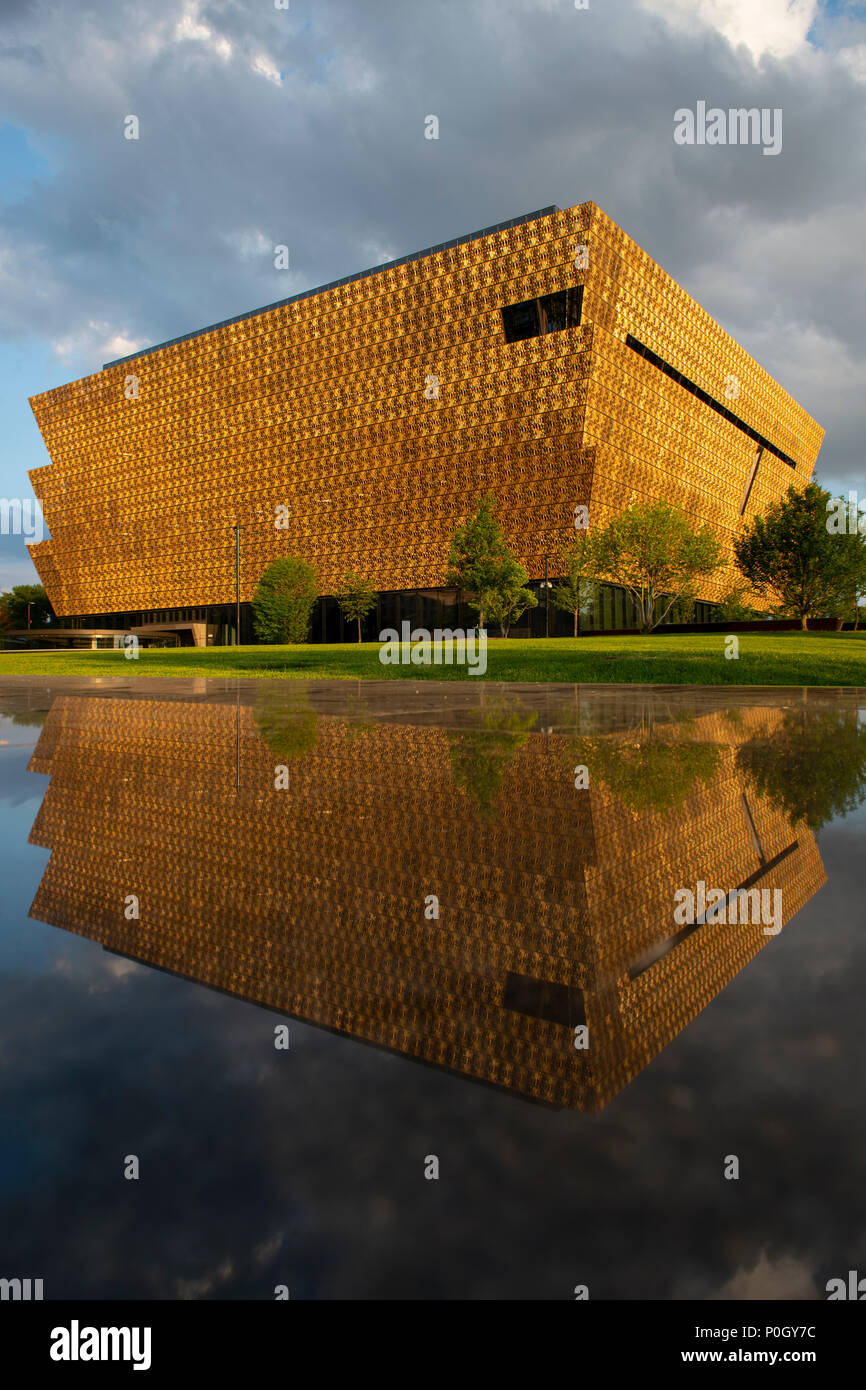 usa-washington-dc-smithsonian-museum-of-african-american-history-and-culture-on-the-national-mall-P0GY7C.jpg